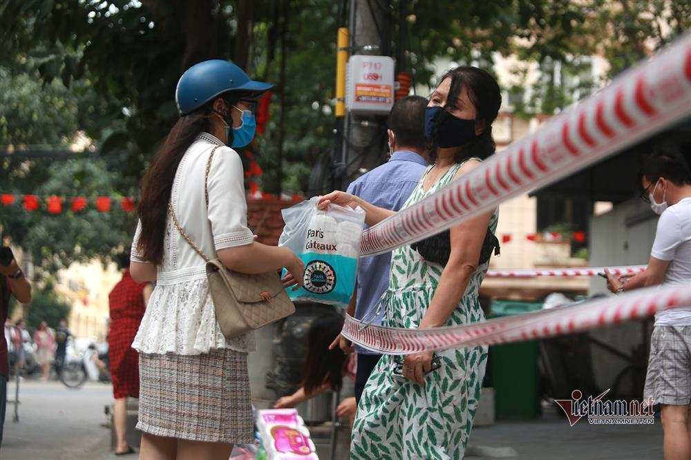 Hà Nội: Phong tỏa khu dân cư phố Lê Văn Lương và Nguyễn Lương Bằng-5