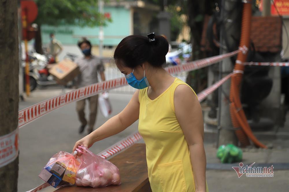 Hà Nội: Phong tỏa khu dân cư phố Lê Văn Lương và Nguyễn Lương Bằng-7