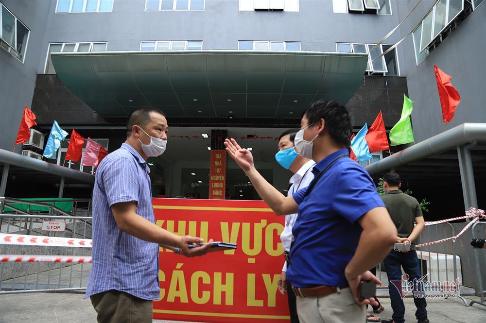 Hà Nội: Phong tỏa khu dân cư phố Lê Văn Lương và Nguyễn Lương Bằng-8