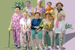 Hội cụ bà hóa 'nàng thơ xì tin' trong bộ ảnh chất như nước cất tại viện dưỡng lão