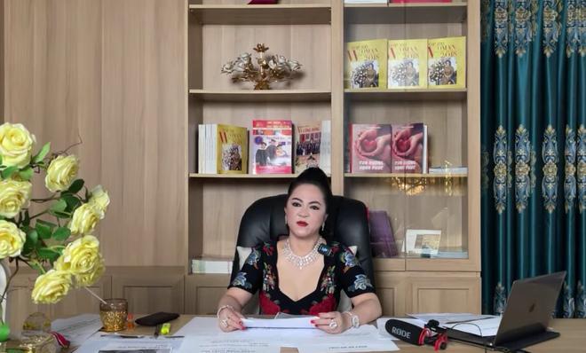 Bà Nguyễn Phương Hằng tuyên bố khởi kiện NSND Hồng Vân và NSƯT Hoa Hạ-2