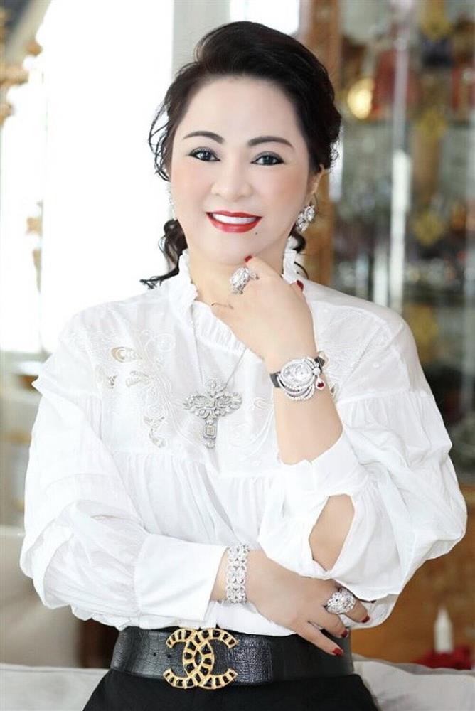 Clip vợ ông Dũng Lò Vôi hát live như nuốt đĩa, netizen tưởng đâu... ca sĩ-1
