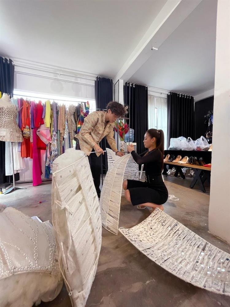 Khánh Vân bầm dập vì Quốc phục Kén Em khiến fan lo cho đêm chung kết Miss Universe-5