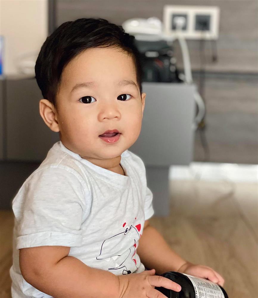 Con trai Đặng Thu Thảo 1 tuổi nhưng lớn bằng chị gái lên 3-1