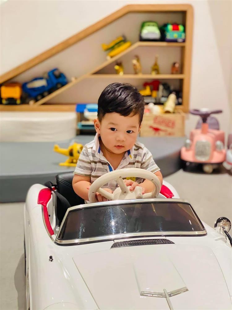 Con trai Đặng Thu Thảo 1 tuổi nhưng lớn bằng chị gái lên 3-4