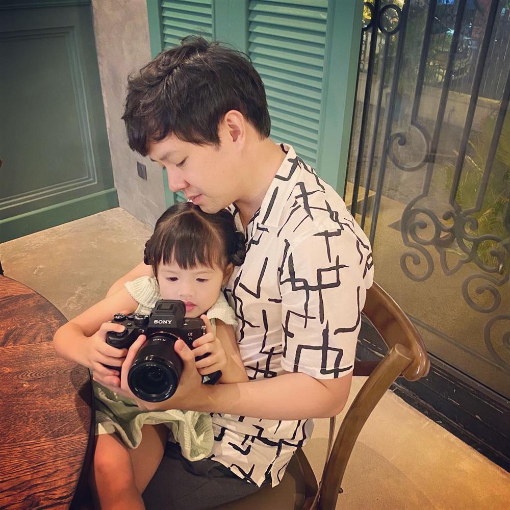 Con trai Đặng Thu Thảo 1 tuổi nhưng lớn bằng chị gái lên 3-5