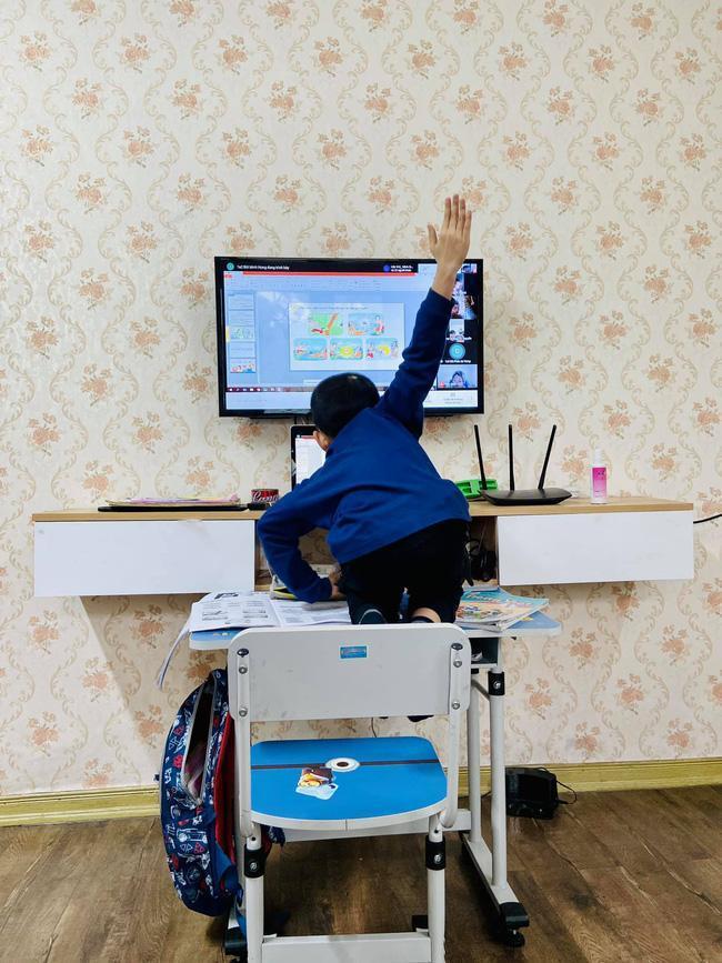 Đang học online trò nằm dài ra ngủ, cô giáo có màn xử lý siêu lầy-2