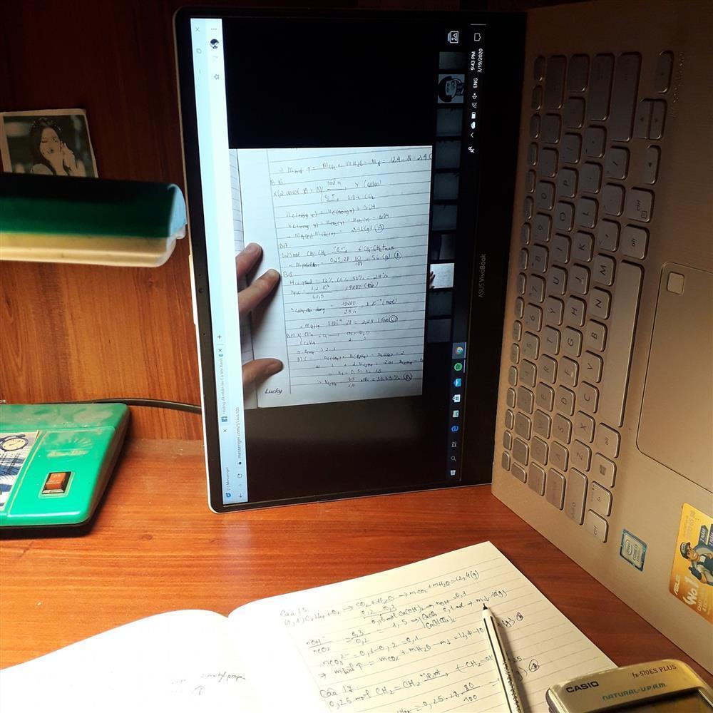 Đang học online trò nằm dài ra ngủ, cô giáo có màn xử lý siêu lầy-3