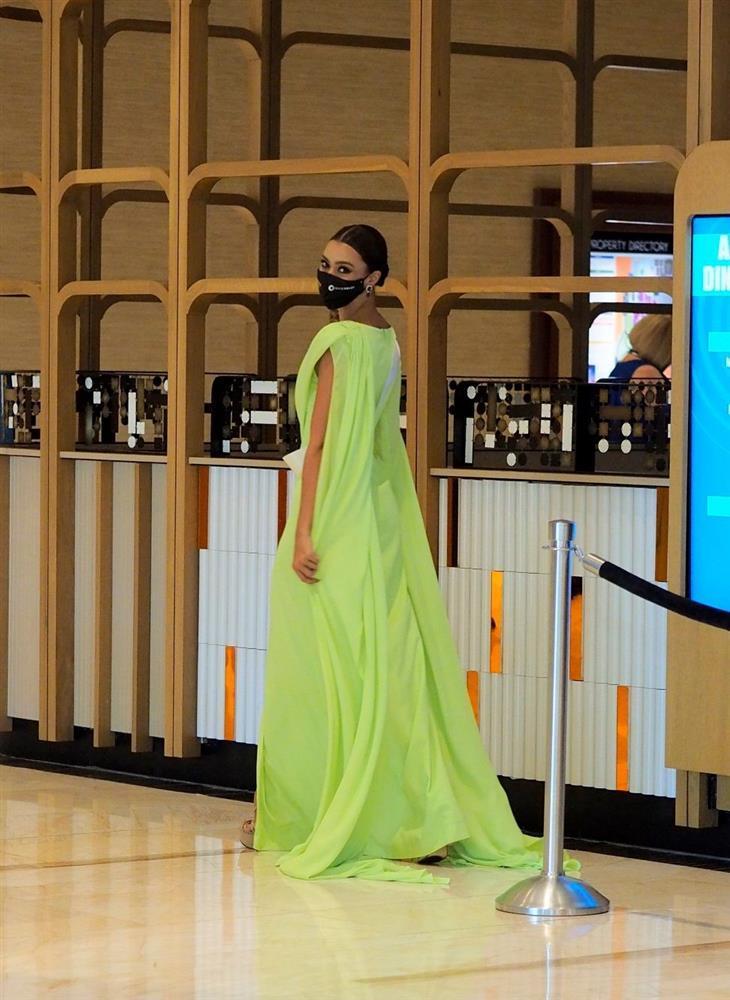 Ứng viên vương miện Miss Universe 2020 bị đối thủ đạp rách váy hiệu-9