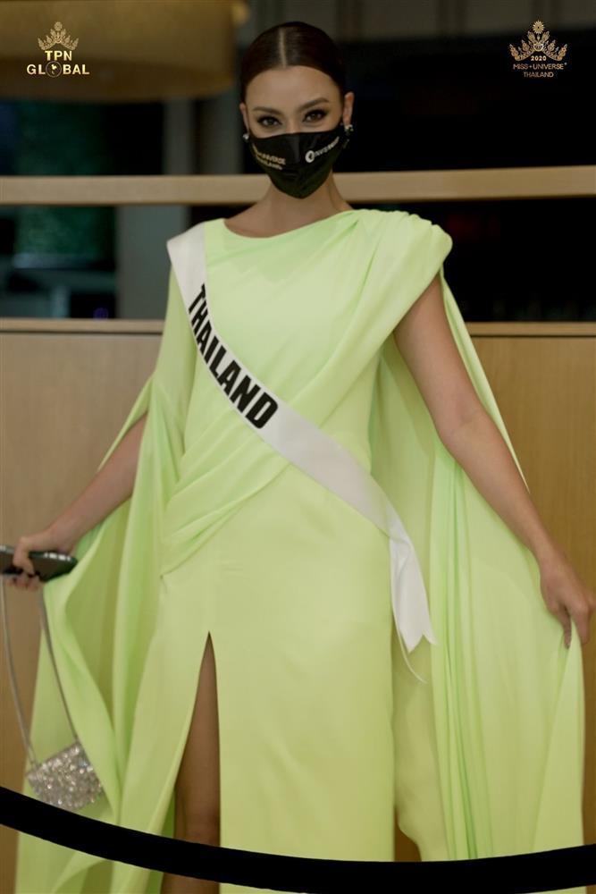 Ứng viên vương miện Miss Universe 2020 bị đối thủ đạp rách váy hiệu-3