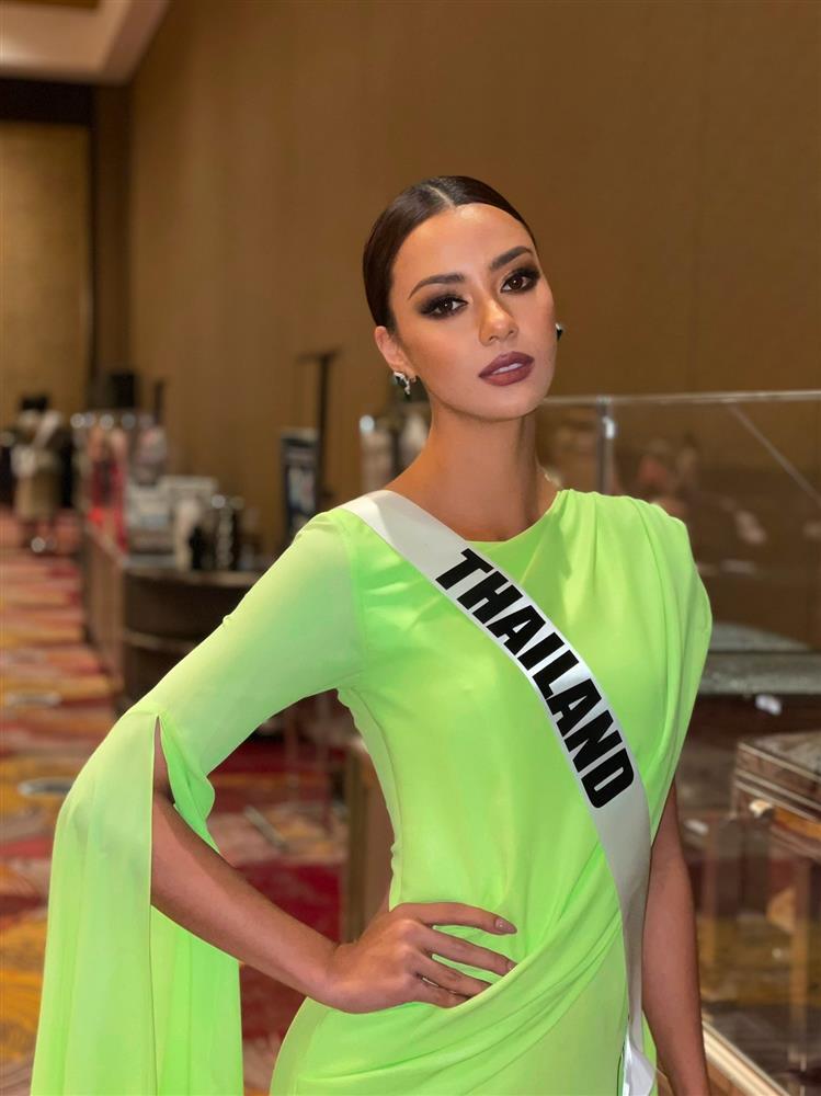 Ứng viên vương miện Miss Universe 2020 bị đối thủ đạp rách váy hiệu-10