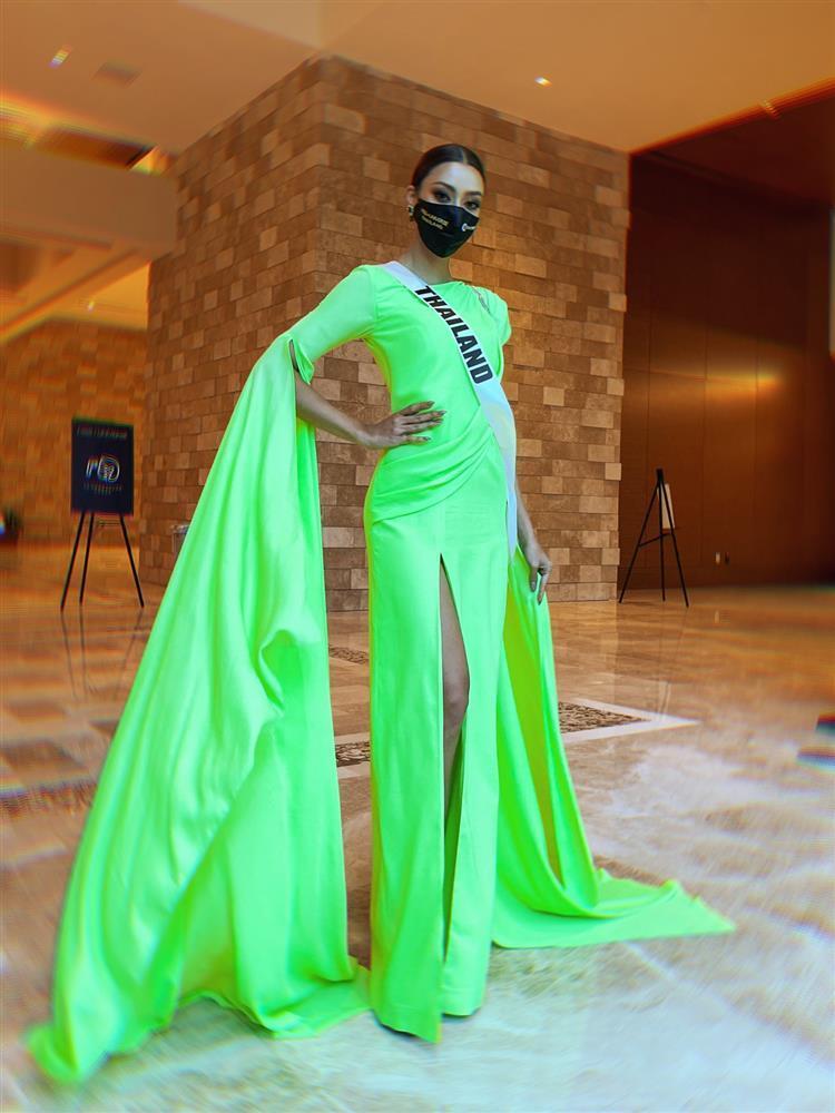 Ứng viên vương miện Miss Universe 2020 bị đối thủ đạp rách váy hiệu-11