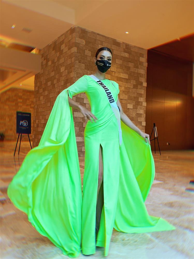Ứng viên vương miện Miss Universe 2020 bị đối thủ đạp rách váy hiệu-13