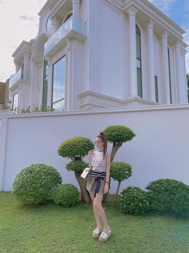 Đẳng cấp phu nhân thượng lưu: Từ biệt thự, villa, siêu xe,… cứ chồng cho là em xin!-9