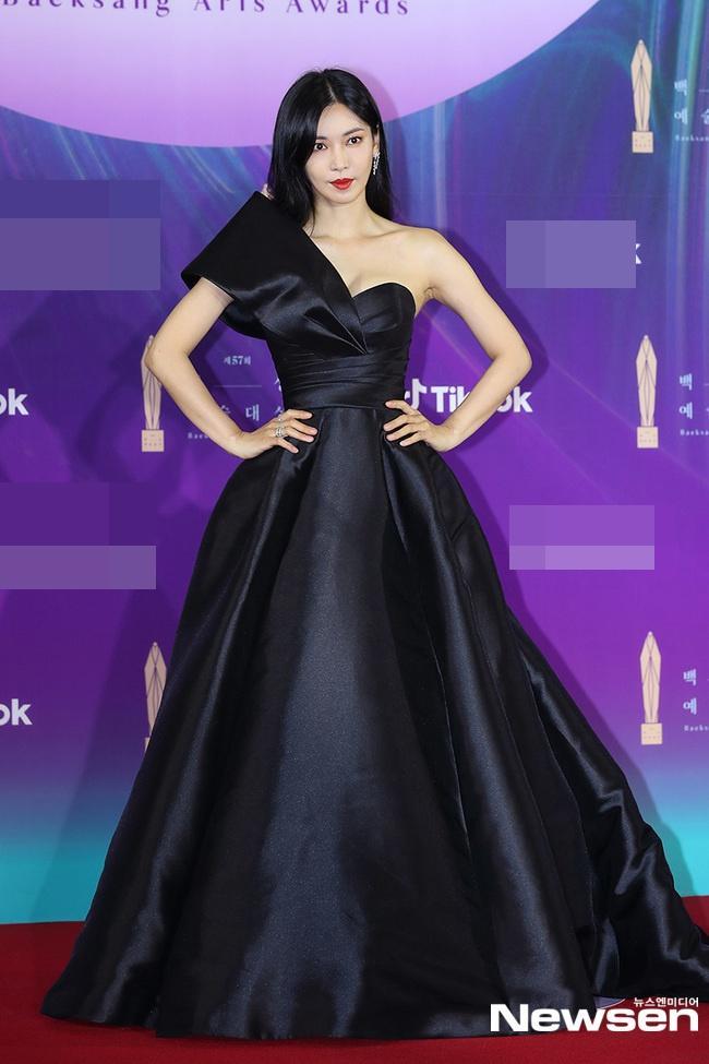Dàn sao khủng nô nức váy áo đổ bộ Baeksang Arts Awards 2021-1