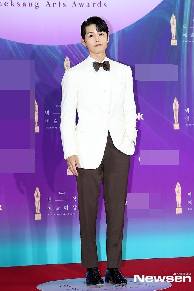 Dàn sao khủng nô nức váy áo đổ bộ Baeksang Arts Awards 2021-2