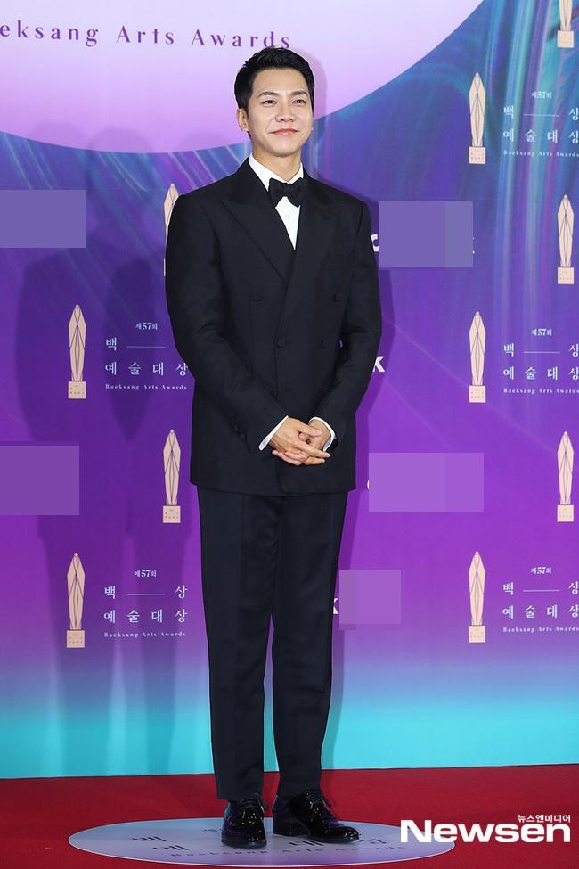 Dàn sao khủng nô nức váy áo đổ bộ Baeksang Arts Awards 2021-6
