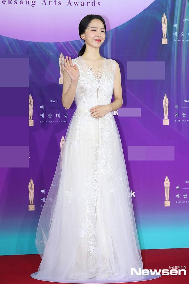 Dàn sao khủng nô nức váy áo đổ bộ Baeksang Arts Awards 2021-11