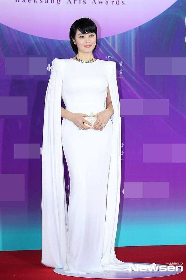 Dàn sao khủng nô nức váy áo đổ bộ Baeksang Arts Awards 2021-12