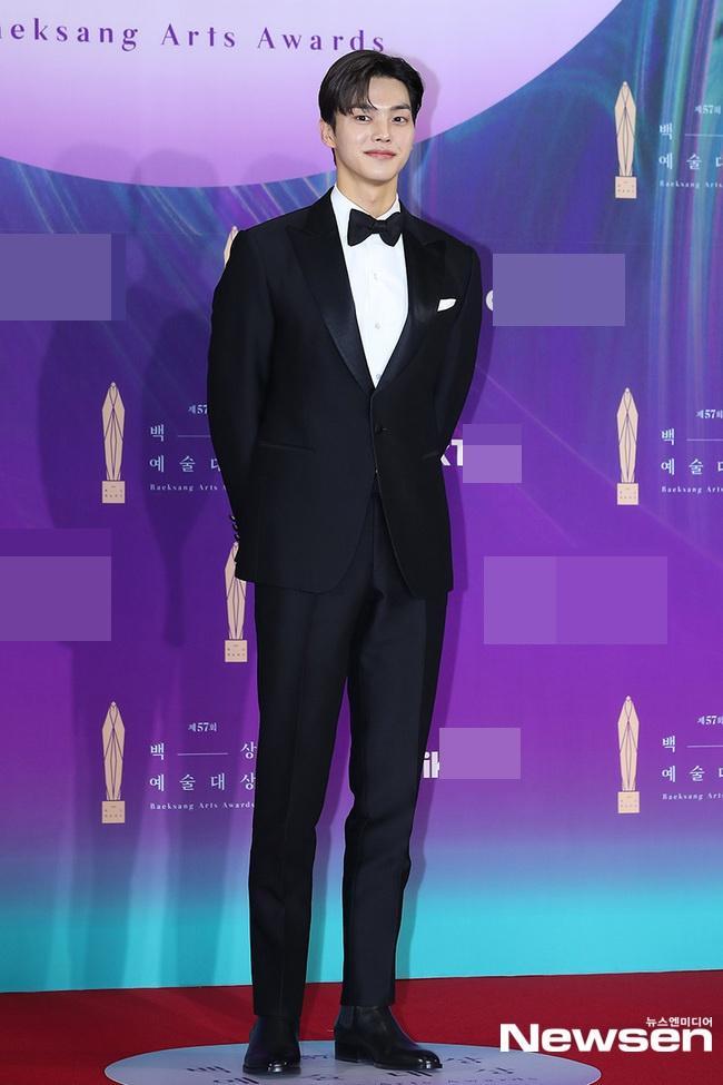 Dàn sao khủng nô nức váy áo đổ bộ Baeksang Arts Awards 2021-13