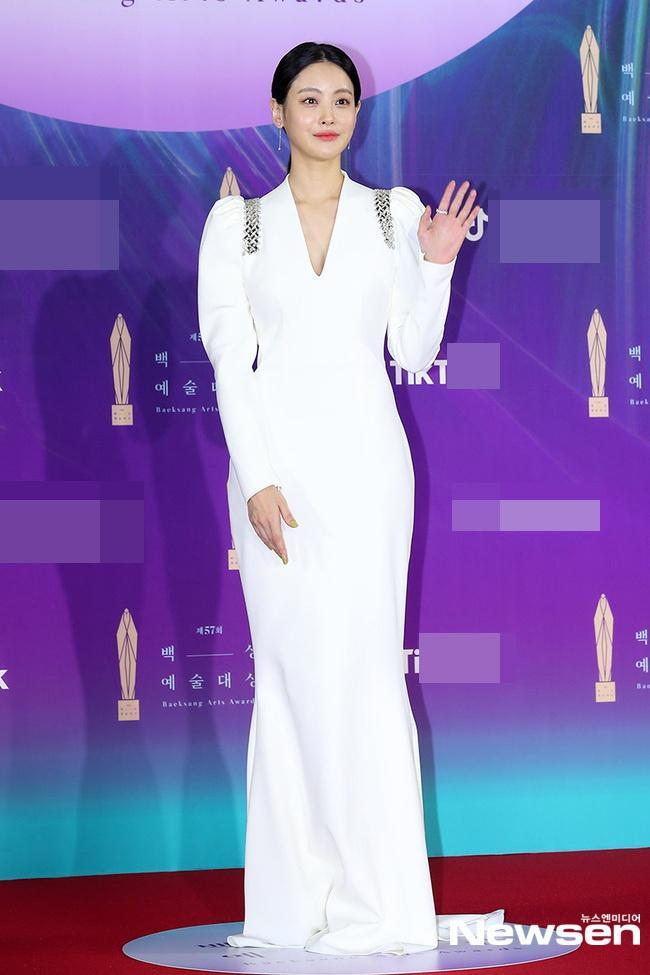 Dàn sao khủng nô nức váy áo đổ bộ Baeksang Arts Awards 2021-14