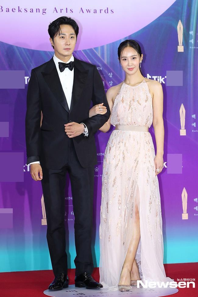 Dàn sao khủng nô nức váy áo đổ bộ Baeksang Arts Awards 2021-17