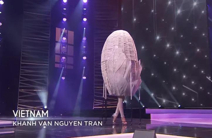 Khánh Vân diễn quốc phục Kén Em xuất sắc tại Miss Universe 2020-2