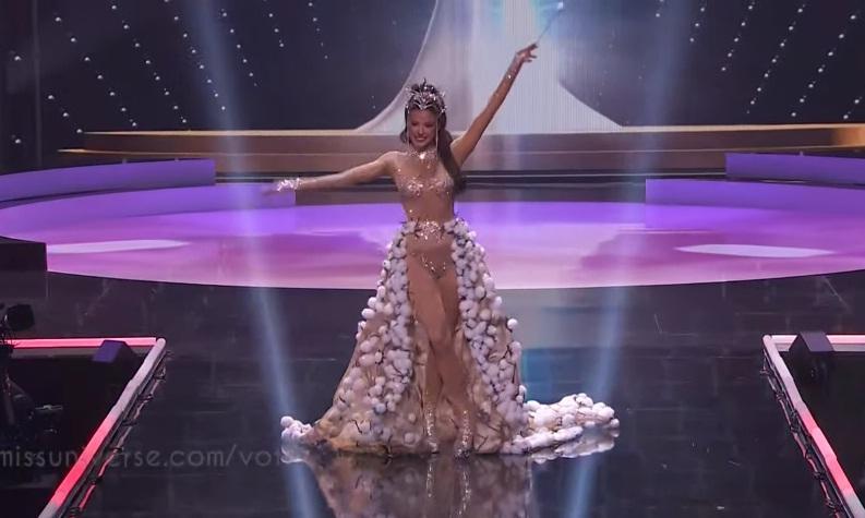 Khánh Vân diễn quốc phục Kén Em xuất sắc tại Miss Universe 2020-24