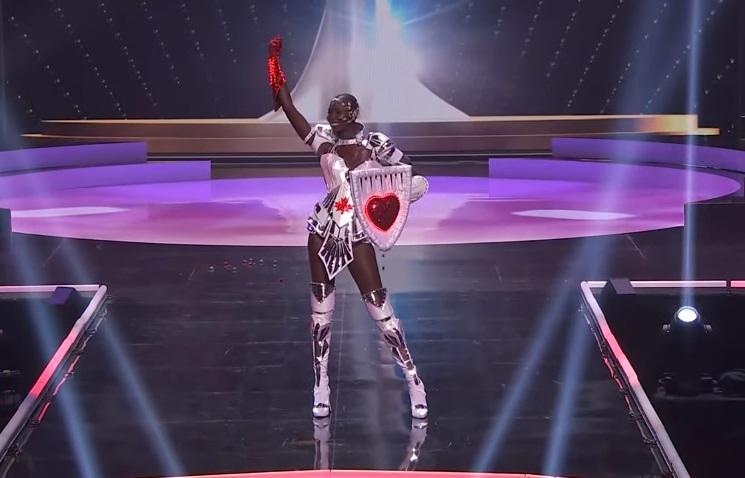 Khánh Vân diễn quốc phục Kén Em xuất sắc tại Miss Universe 2020-22