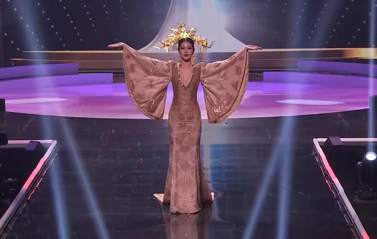 Khánh Vân diễn quốc phục Kén Em xuất sắc tại Miss Universe 2020-21