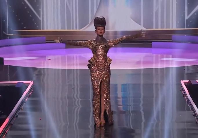 Khánh Vân diễn quốc phục Kén Em xuất sắc tại Miss Universe 2020-18