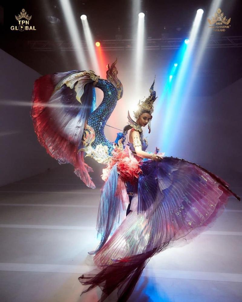 Top 10 trang phục dân tộc xuất sắc nhất Miss Universe-2