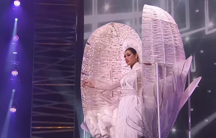 Sao Việt nổi da gà khi xem Khánh Vân thi quốc phục Miss Universe 2020-2