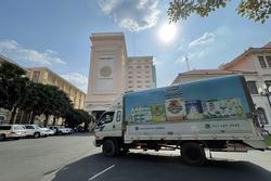 Nhà máy Angkormilk của Vinamilk tặng 48.000 hộp sữa cho người dân 'vùng đỏ' Campuchia