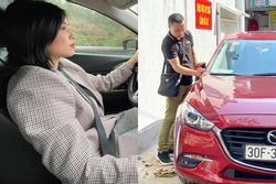 Tranh cãi vợ chồng MC Hoàng Linh hồn nhiên lau chùi xe nơi chốn tâm linh