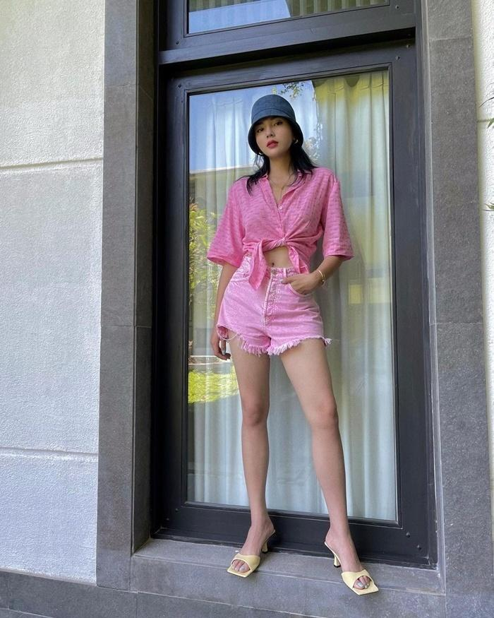 Hà Hồ - Kỳ Duyên diện quần shorts sành điệu, các nàng học ngay chỉ có đẹp hết ý!-3