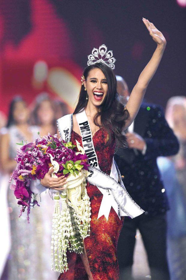 Miss Universe Catriona Gray bị chỉ trích vì loại thẳng quốc phục Philippines-7