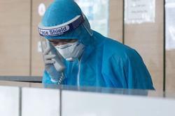 Thêm 1 bác sĩ Bệnh viện Phổi TƯ, 1 người ở chung cư Linh Đàm mắc Covid-19