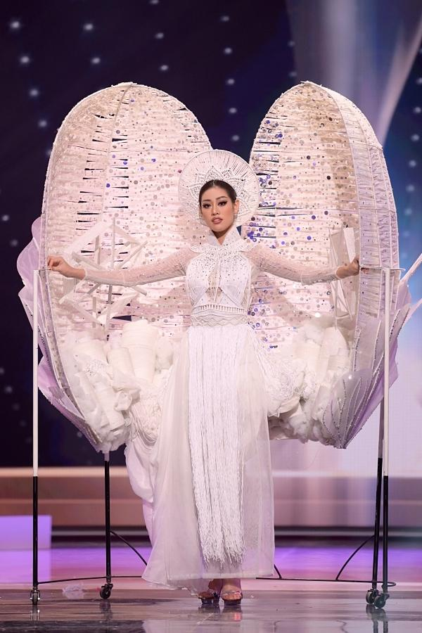 Trang phục dân tộc của Khánh Vân được đánh giá cao-1