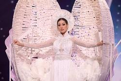 Trang phục dân tộc của Khánh Vân được đánh giá cao