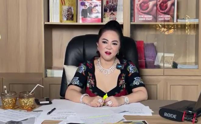Vợ ông Dũng Lò Vôi tặng 2 cuốn sách dạy làm người cho con nuôi Hoài Linh-3