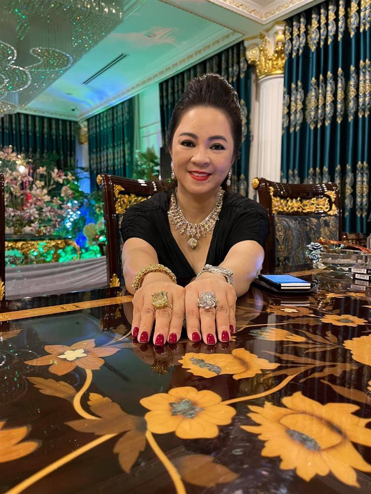 Vợ ông Dũng Lò Vôi show 2 nhẫn kim cương to vật vã, chứng minh không nói phét-2