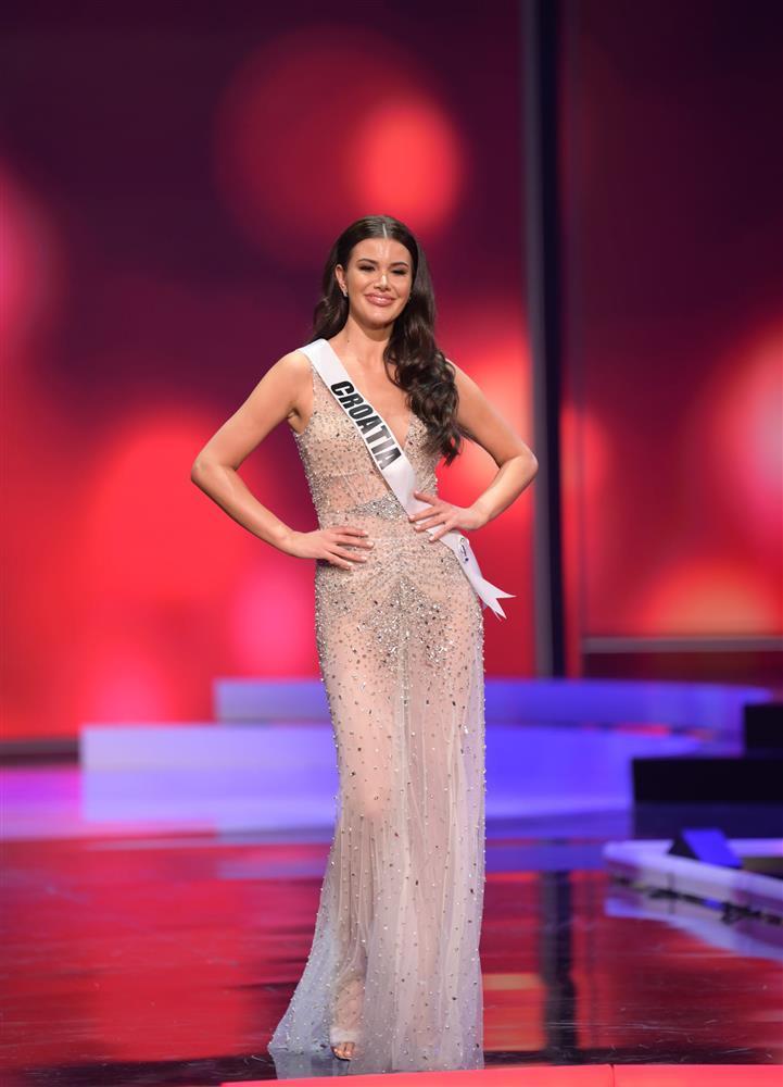 Thí sinh diện váy dạ hội lộ cả nội y ở bán kết Miss Universe-3