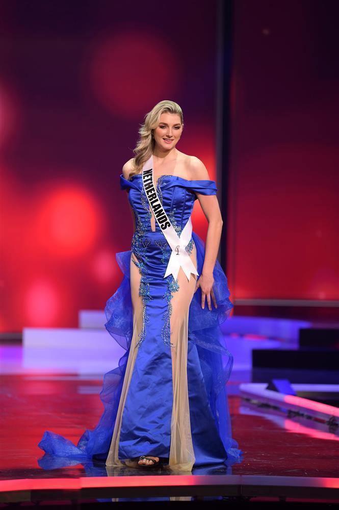 Thí sinh diện váy dạ hội lộ cả nội y ở bán kết Miss Universe-4
