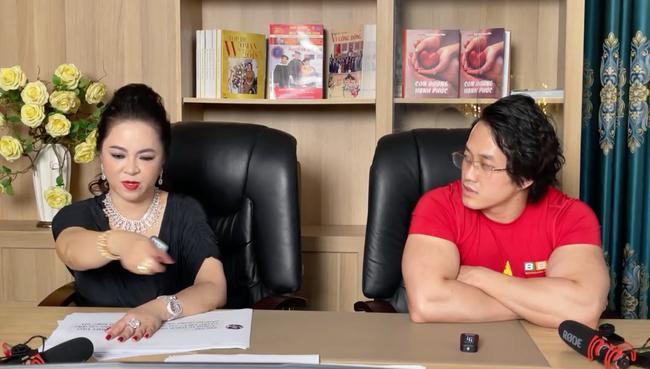 Sau 7749 lượt chửi nghệ sĩ, cuối cùng bà Phương Hằng cũng nói câu xin lỗi!-1