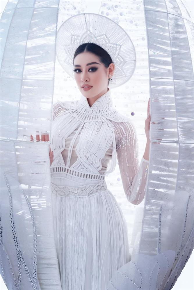 Quốc phục Kén Em của Khánh Vân ở Miss Universe bị nhái phản cảm-7