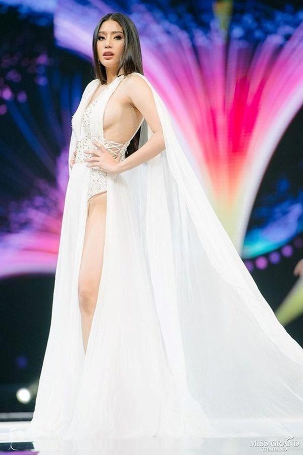 Những pha lộ hàng kém duyên của thí sinh Hoa hậu trên đấu trường nhan sắc-5