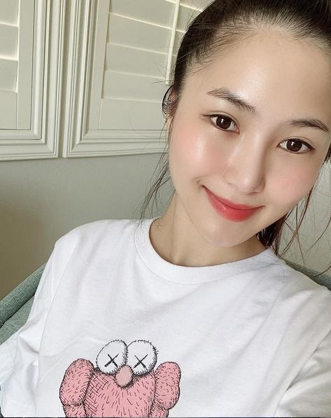 Hương Tràm chỉ đăng ảnh selfie, chân dung giữa nghi vấn bầu bí-3