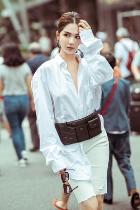 Hot trend mặc áo sơ mi bung cúc giới trẻ đam mê: Sexy hay phản cảm?-3
