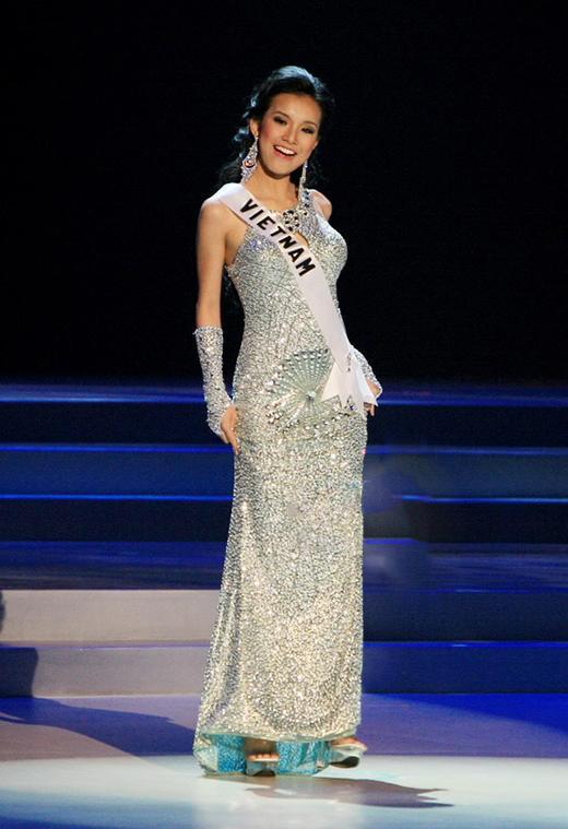 Mỹ nhân Việt thi bán kết Miss Universe: Váy ai đỉnh của chóp?-12